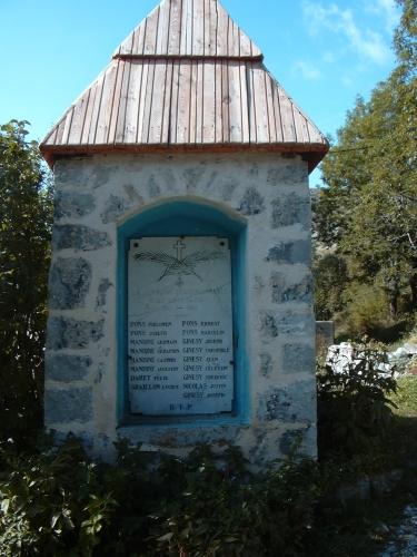 VAL D'ENTRAUNES SEPTEMBRE 2006 MONUMENT AUX MORTS LES TOURRES.JPG