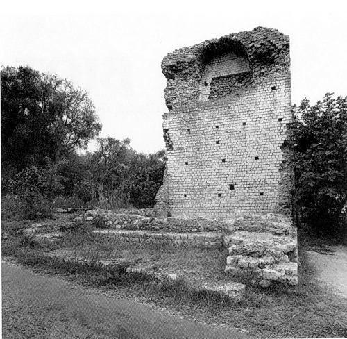 LE MAUSOLEE GALLO-ROMAIN DE LA CHEVRE D'OR.jpg