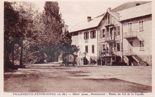 18 LA MAISON FAMILIALE DES ROSSI, ANCIENNE AUBERGE, SUR LA GRANDE PLACE DU VILLAGE EN 1939.jpg